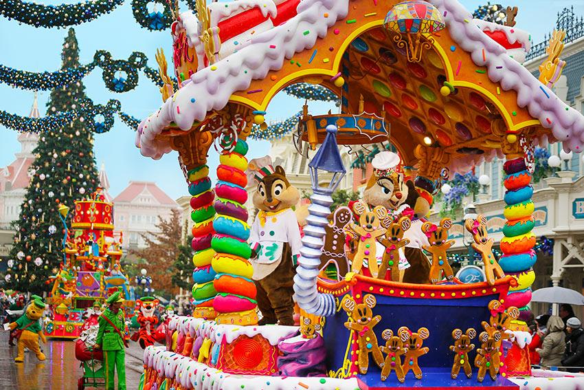 Christmas In Disneyland Paris.Disney S Enchanted Christmas Season Short Breaks By Coach